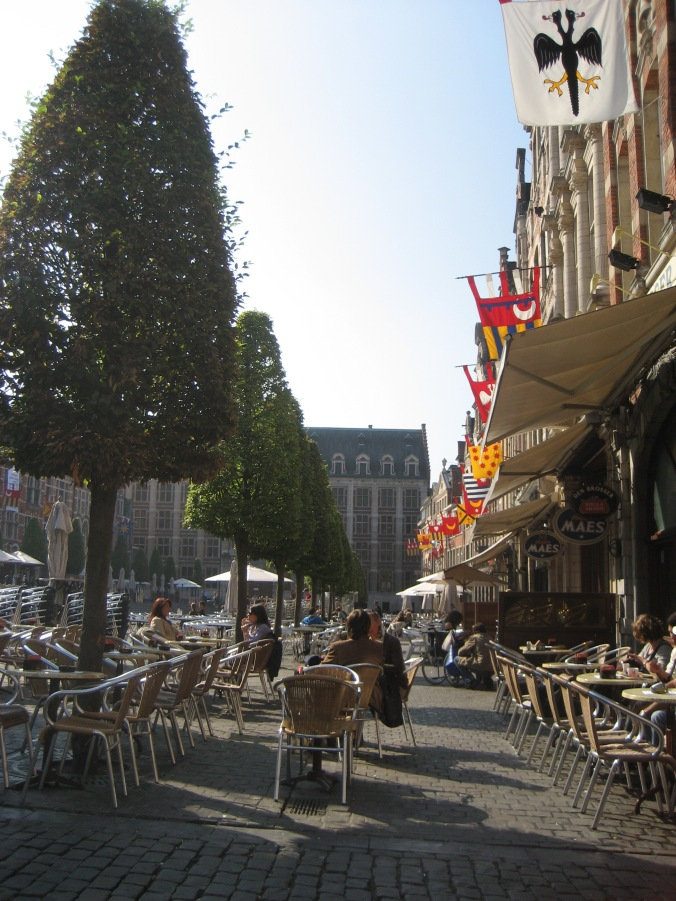 Another face of the Oude Markt, the noonday grownup crowd enjoying the sun